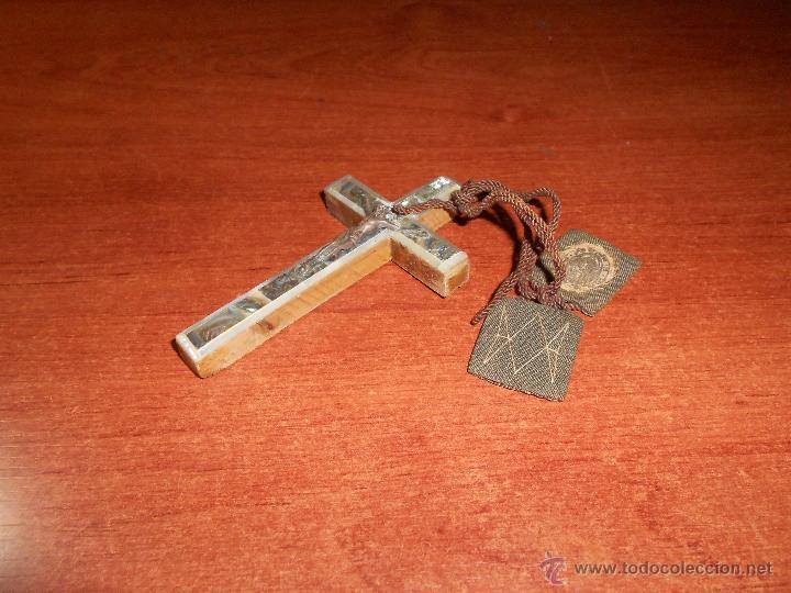 Antigüedades: ANTIGUA CRUZ EN MADERA, FRONTAL NACARADO Y METAL CON ESCAPULARIO. CRUCIFIJO PECTORAL. - Foto 4 - 49644406