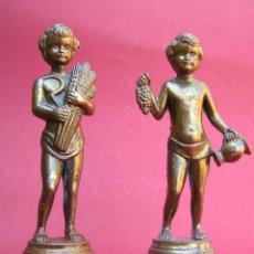 Antigüedades: PAREJA BACOS. ANTIMONIO AL ORO. SIGLOS XVIII-XIX. ALEGORÍA BÀQUICA AL VINO Y A LA CERVEZA.. Lote 49666710
