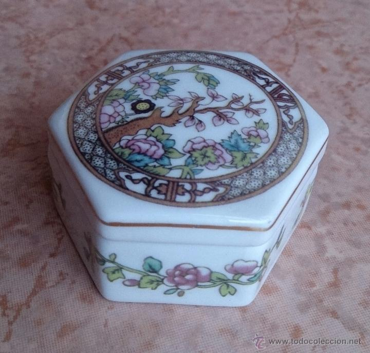 Antigüedades: Caja joyero antiguo en porcelana fina inglesa policromada con motivos orientales . - Foto 2 - 49678003
