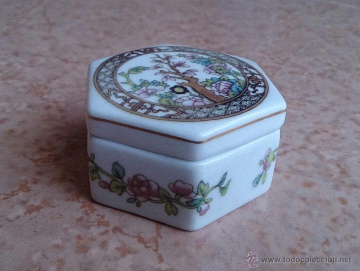 Antigüedades: Caja joyero antiguo en porcelana fina inglesa policromada con motivos orientales . - Foto 4 - 49678003