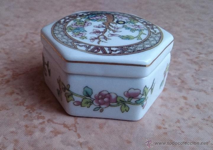 Antigüedades: Caja joyero antiguo en porcelana fina inglesa policromada con motivos orientales . - Foto 6 - 49678003