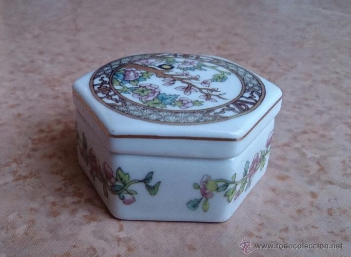 Antigüedades: Caja joyero antiguo en porcelana fina inglesa policromada con motivos orientales . - Foto 7 - 49678003