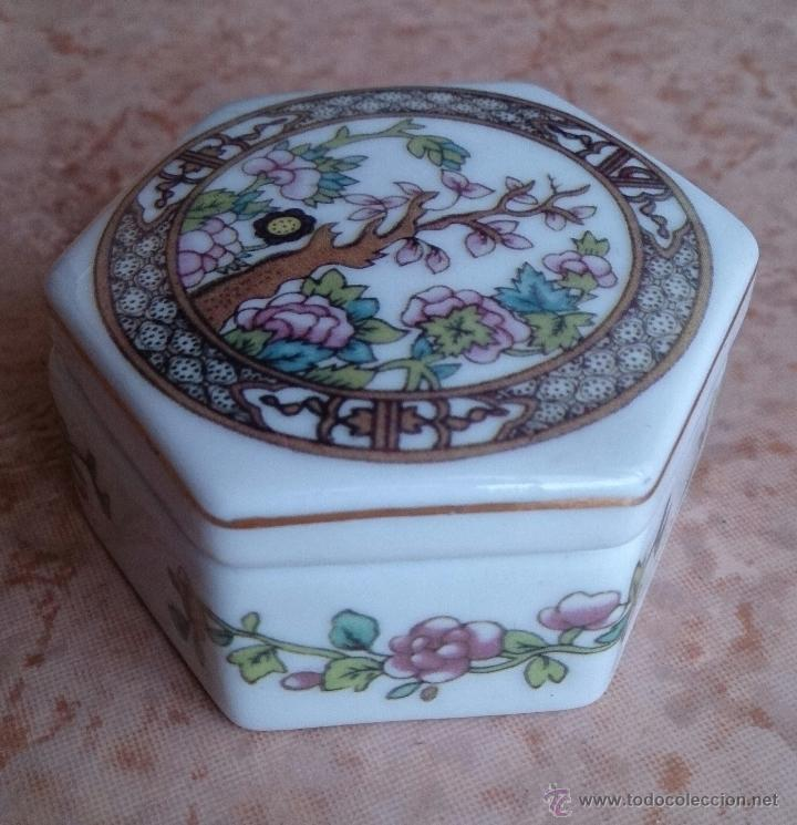 Antigüedades: Caja joyero antiguo en porcelana fina inglesa policromada con motivos orientales . - Foto 8 - 49678003