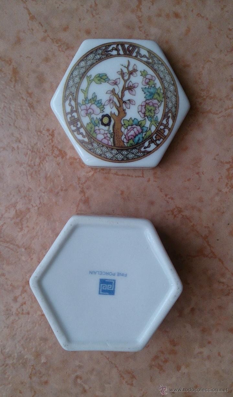 Antigüedades: Caja joyero antiguo en porcelana fina inglesa policromada con motivos orientales . - Foto 9 - 49678003