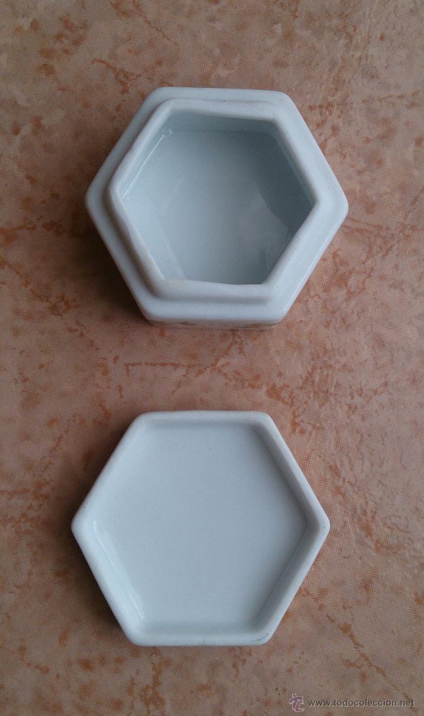 Antigüedades: Caja joyero antiguo en porcelana fina inglesa policromada con motivos orientales . - Foto 10 - 49678003
