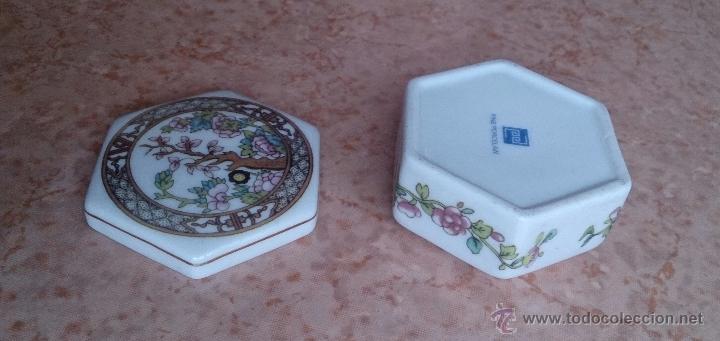Antigüedades: Caja joyero antiguo en porcelana fina inglesa policromada con motivos orientales . - Foto 11 - 49678003