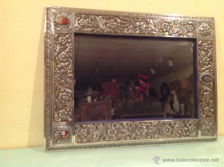 Antigüedades: Espejo Antiguo Artesanal Por Platero Con Cenefas Y Escudos Con Esmaltes Pieza Única - Foto 2 - 37801304