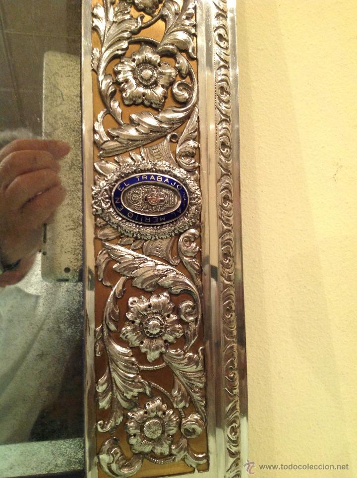Antigüedades: Espejo Antiguo Artesanal Por Platero Con Cenefas Y Escudos Con Esmaltes Pieza Única - Foto 3 - 37801304