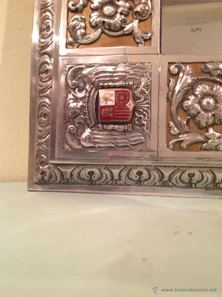 Antigüedades: Espejo Antiguo Artesanal Por Platero Con Cenefas Y Escudos Con Esmaltes Pieza Única - Foto 5 - 37801304