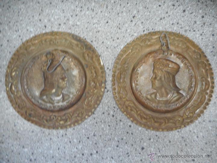 Antigüedades: antigua pareja platos de los reyes catolicos isabel y fernando en supongo cobre - Foto 4 - 49699806