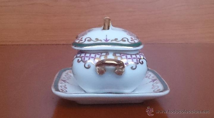Antigüedades: Sopera en porcelana con motivos florales y detalles en oro de ley 18 k, sellada, pieza de colección. - Foto 2 - 61650135