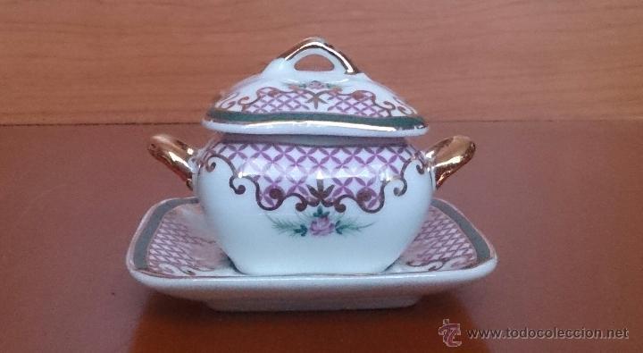 Antigüedades: Sopera en porcelana con motivos florales y detalles en oro de ley 18 k, sellada, pieza de colección. - Foto 3 - 61650135