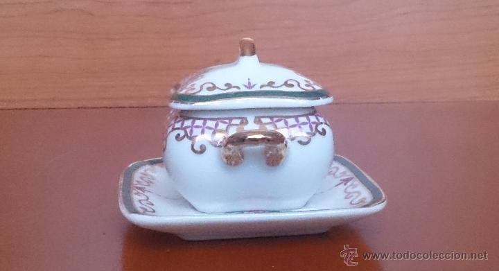 Antigüedades: Sopera en porcelana con motivos florales y detalles en oro de ley 18 k, sellada, pieza de colección. - Foto 4 - 61650135