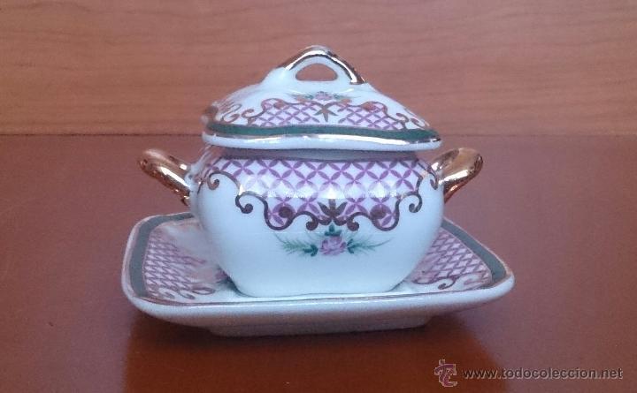 Antigüedades: Sopera en porcelana con motivos florales y detalles en oro de ley 18 k, sellada, pieza de colección. - Foto 5 - 61650135