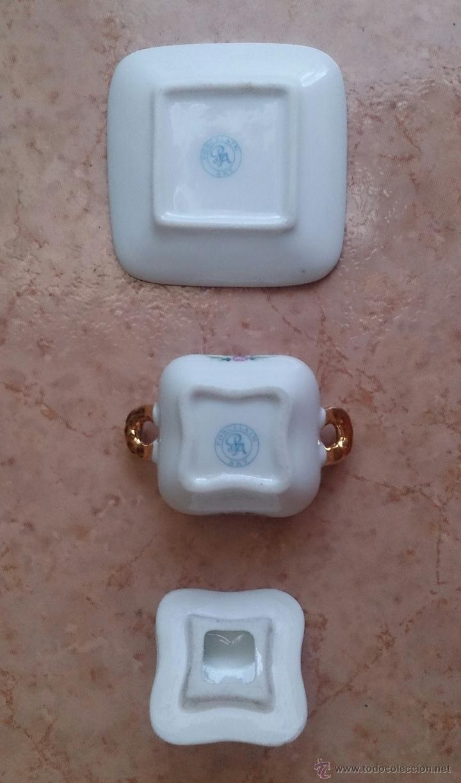 Antigüedades: Sopera en porcelana con motivos florales y detalles en oro de ley 18 k, sellada, pieza de colección. - Foto 7 - 61650135