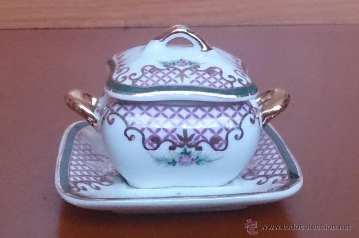 Antigüedades: Sopera en porcelana con motivos florales y detalles en oro de ley 18 k, sellada, pieza de colección. - Foto 8 - 61650135