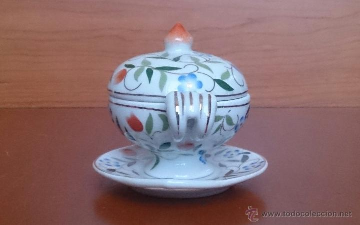 Antigüedades: Sopera en porcelana con motivos florales y detalles en oro de ley 18 k, sellada, pieza de colección. - Foto 2 - 49707230