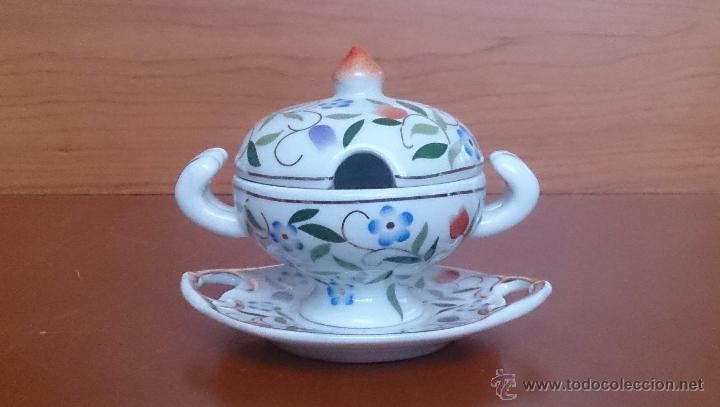 Antigüedades: Sopera en porcelana con motivos florales y detalles en oro de ley 18 k, sellada, pieza de colección. - Foto 3 - 49707230