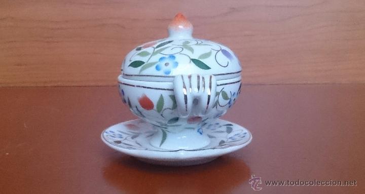Antigüedades: Sopera en porcelana con motivos florales y detalles en oro de ley 18 k, sellada, pieza de colección. - Foto 4 - 49707230