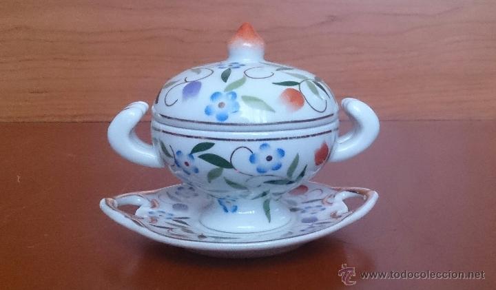 Antigüedades: Sopera en porcelana con motivos florales y detalles en oro de ley 18 k, sellada, pieza de colección. - Foto 5 - 49707230