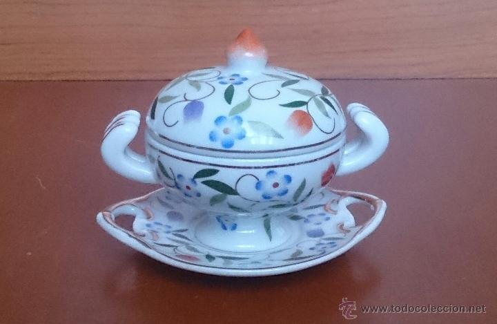 Antigüedades: Sopera en porcelana con motivos florales y detalles en oro de ley 18 k, sellada, pieza de colección. - Foto 8 - 49707230