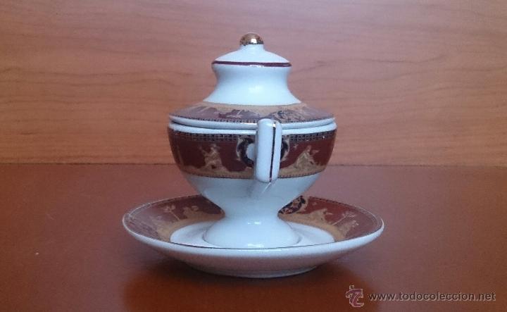 Antigüedades: Sopera en porcelana con motivos helénicos y detalles en oro de ley 18 k, sellada, pieza de colección - Foto 2 - 49707311