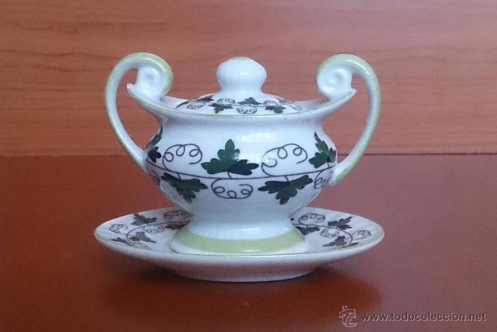 Antigüedades: Sopera en porcelana policromada con motivos vinícolas en tonos verdes, sellada, pieza de colección. - Foto 3 - 49707534