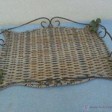 Antigüedades: BANDEJA MIMBRE Y METAL. Lote 49714399