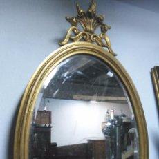 Antigüedades: PRECIOSO ESPEJO DE MADERA OVALADO CON PAN DE ORO Y COPETE TALLADO. Lote 49735857