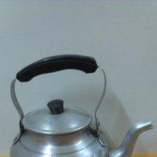 Antigüedades: ANTIGUA CAFETERA EN ALUMINIO . MARCADA EN BASE. Lote 49739462