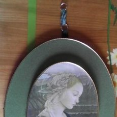 Antigüedades: IMAGEN DE MARÍA ORANDO, SOBRE MADERA DE AGLOMERADO FORRADO EN TERCIOPELO. Lote 49751023