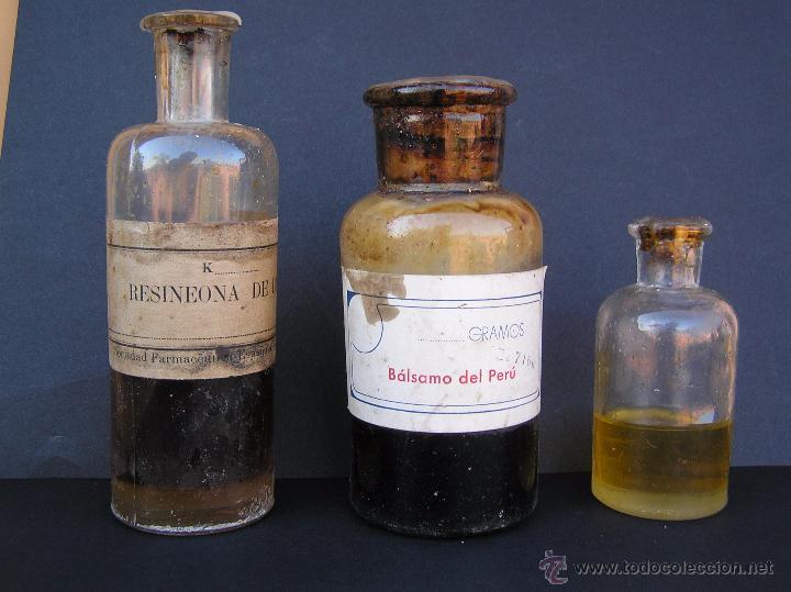 BOTELLAS FARMACIA .COLECCIÓN DE TRES. RESINEONA , BALSAMO DEL PERÚ. (Antigüedades - Cristal y Vidrio - Farmacia )