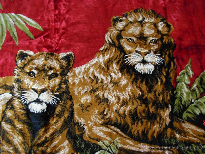 Antigüedades: Antiguo tapiz aterciopelado de leones. 1,73 cm X 1,17 CM - Foto 4 - 49758708