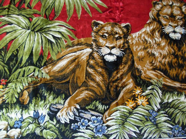 Antigüedades: Antiguo tapiz aterciopelado de leones. 1,73 cm X 1,17 CM - Foto 6 - 49758708