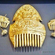Juego antiguo de peinetas valencianas con 3 peinetas de latón dorado y cuatro alfileres con perlas.