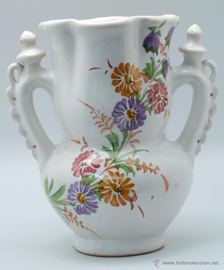 JARRA NOVIA LORCA CERÁMICA LARIO BLANCO CON FLORES AÑOS 50 (Antigüedades - Porcelanas y Cerámicas - Lario)