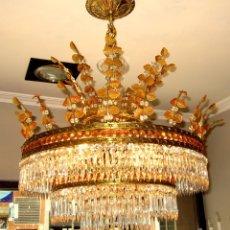 Antigüedades: MARAVILLOSA LAMPARA DE BRONCE CINCELADO Y CRISTAL TALLADO. Lote 49841499