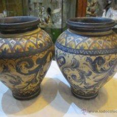 Antigüedades: PAREJA DE ANTIGUOS JARRONES DE CERÁMICA, SIN MARCA EN LA BASE Y SIN ESMALTAR . UNO PEGADO. 22 X 18. Lote 49842933