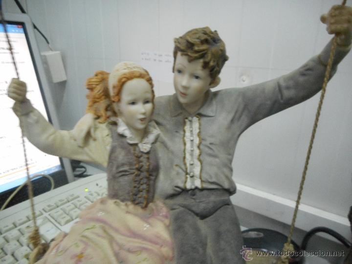 Antigüedades: preciosa figura gran tamaño pareja en columpio - Foto 3 - 49843315