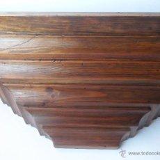 Antigüedades: ANTIGUA PEANA, ESTANTERIA DE MADERA DE NOGAL ACABADO EN GOMA LACA. Lote 49862737