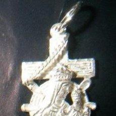 Antigüedades: CRUZ MARINERA CON VIRGEN DEL CARMEN EN PLATA DE LEY - 17X28MM. Lote 49873174