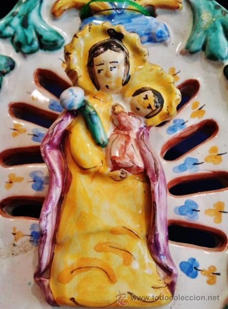 Antigüedades: Gran benditera de cerámica esmaltada. Virgen con niño. Firmado: Cóppola Montaña, Manises. - Foto 2 - 49883049