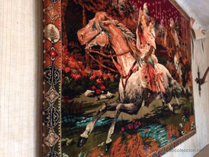Antigüedades: Gran tapiz antiguo con caballos motivo arabe - Foto 2 - 49892092