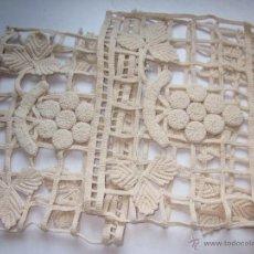 Antigüedades: 2 ANTIGUAS PEQUEÑAS CORTINAS A GANCHILLO COLOR CRUDO.. Lote 49896927
