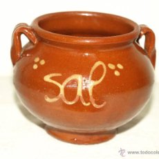 Antigüedades: SALERO DE COCINA DE CERAMICA BARRO VIDRIADO. 8,5 CM ALTO X 11 CM. VER FOTOS Y DESCRIPCION.. Lote 49898155