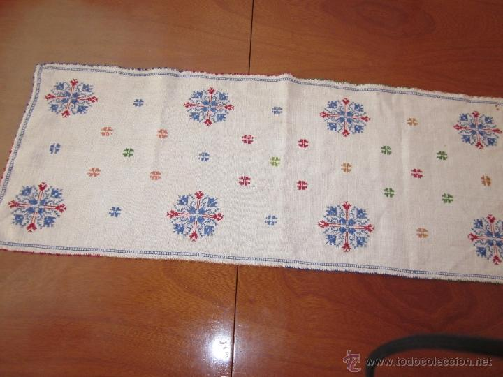Antigüedades: Antiguo tapete en lino bordado a mano - Foto 2 - 49941850