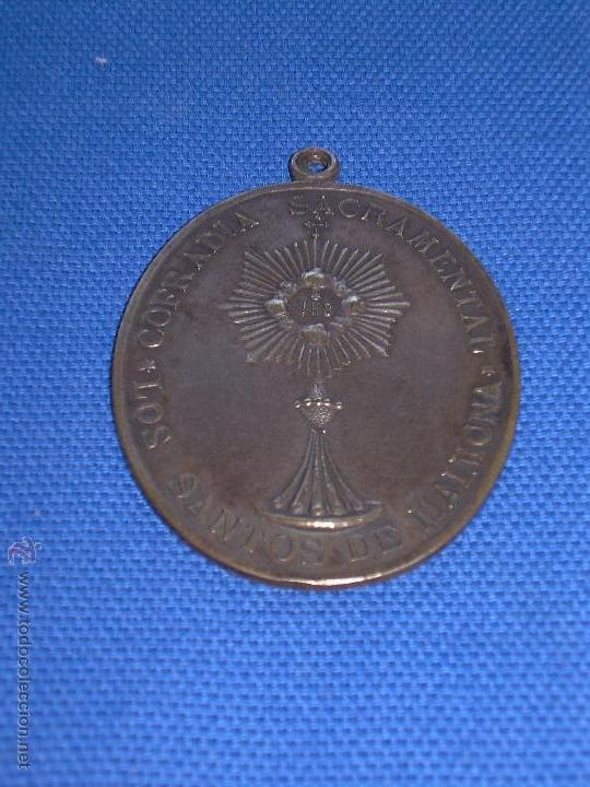 ANTIGUA MEDALLA DE LA HERMANDAD SACRAMENTAL DE LOS SANTOS DE MAIMONA - BADAJOZ - 6 X 4.5 CM (Antigüedades - Religiosas - Medallas Antiguas)