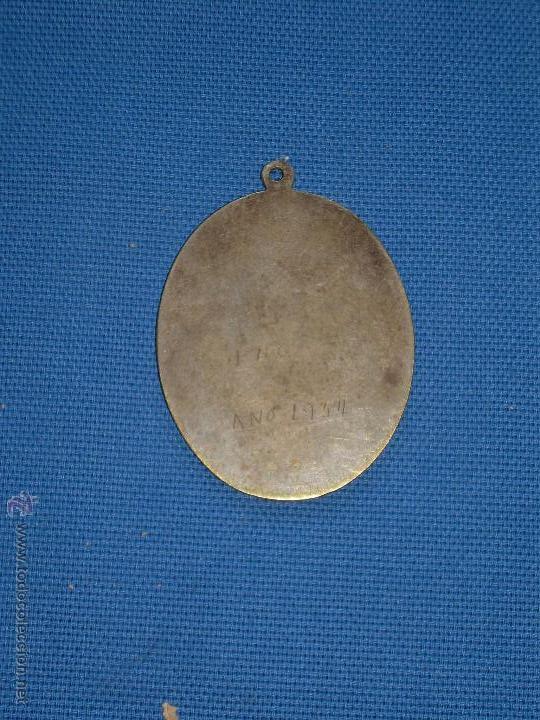 Antigüedades: ANTIGUA MEDALLA DE LA HERMANDAD SACRAMENTAL DE LOS SANTOS DE MAIMONA - BADAJOZ - 6 X 4.5 CM - Foto 2 - 49960904