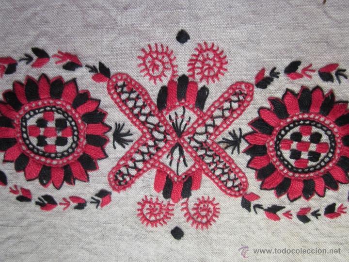 Antigüedades: Tapete de lino bordado a mano - Foto 2 - 49961623