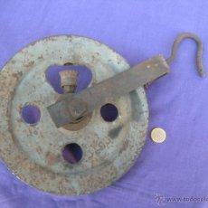 Antigüedades: ANTIGUA POLEA CARRUCHA CON DEPÓSITO DE ENGRASE.. Lote 49988379